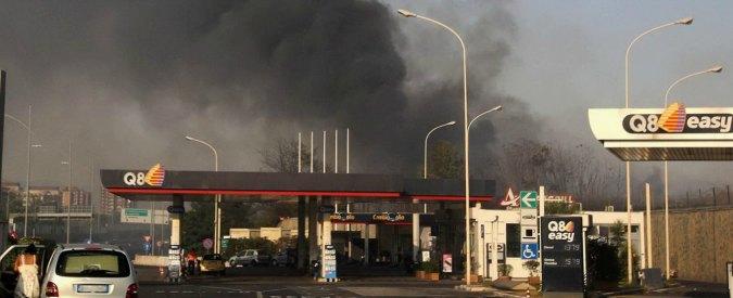 Incendi, a Roma bloccato per ore tratto della A24. Evacuate 150 persone a Capena