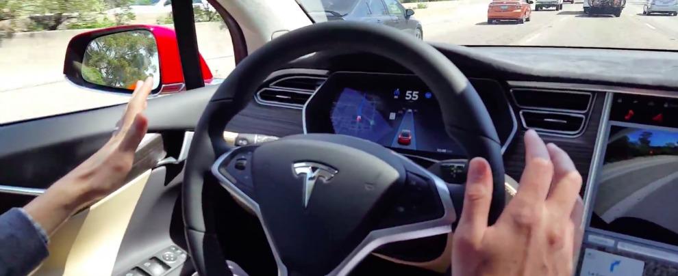 Tesla, neanche gli ingegneri di Elon Musk credono nell'Autopilot. E se ne vanno