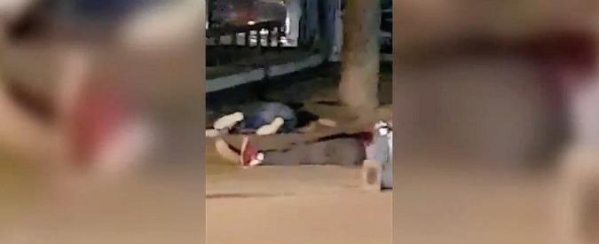 """enorme sconto stile classico seleziona per ufficiale Spagna, a Cambrils i corpi dei terroristi a terra dopo lo scontro a fuoco:  """"Avevano cinture esplosivo"""""""