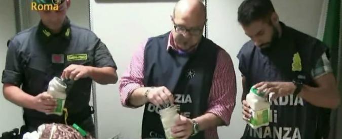 """Traffico droga, sequestrati all'aeroporto di Fiumicino 55 chili di cocaina. """"Nascosta in barattoli di yogurt e assorbenti"""""""