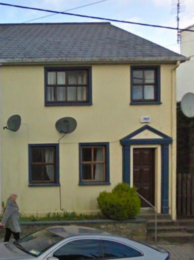 Irlanda, occasione immobiliare da non perdere. Ma il giardino dei vicini fa venire i brividi…