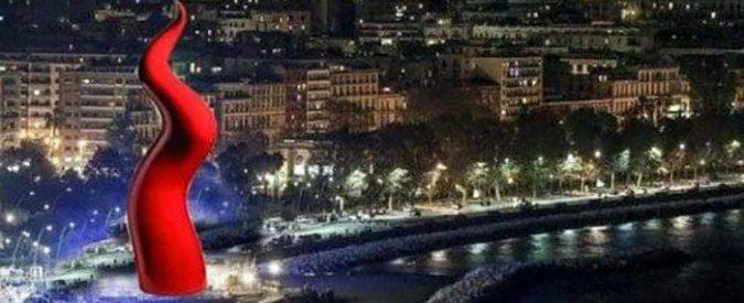 Natale a Napoli, un corno rosso per albero? Va bene il folklore ma non chiamatela arte