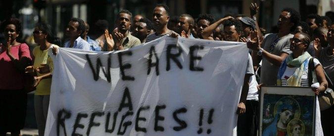 """Roma, sgomberato palazzo con 500 migranti: si accampano in strada in attesa di soluzioni. Unhcr: """"Preoccupati"""""""