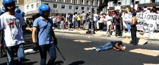 Roma, sgombero dei migranti accampati in via Curtatone: lancio di oggetti dai balconi e tensione con la polizia
