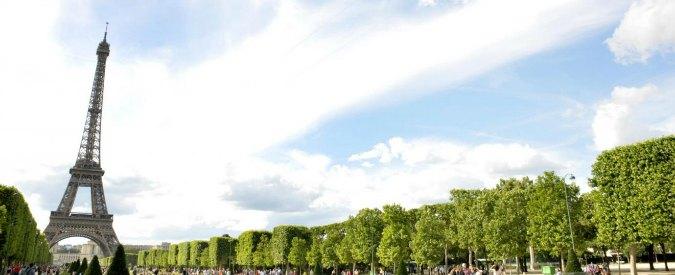 Quattro mezze cartelle / 8 – La torre Eiffel non esiste