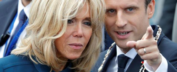 """Francia, Macron vuole lo """"status ufficiale"""" (e soldi) per Brigitte. La petizione per impedirlo: """"Non rientra nei nostri valori"""""""