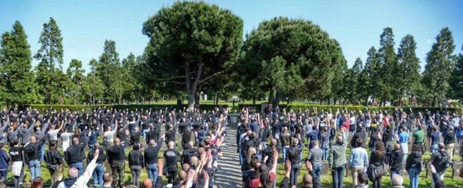 Milano, saluti fascisti al cimitero Maggiore: chiesta l'archiviazione per dieci militanti di estrema destra