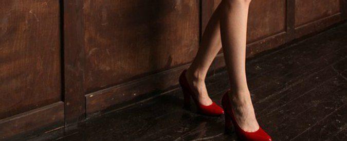 Depilarsi, l'incubo estivo delle donne. Ma davvero i peli ci rendono meno attraenti?