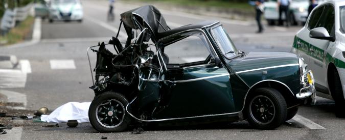 Milano, guida ubriaco e si distrae col cellulare: tampona auto al semaforo e uccide il guidatore. Pm chiede l'arresto