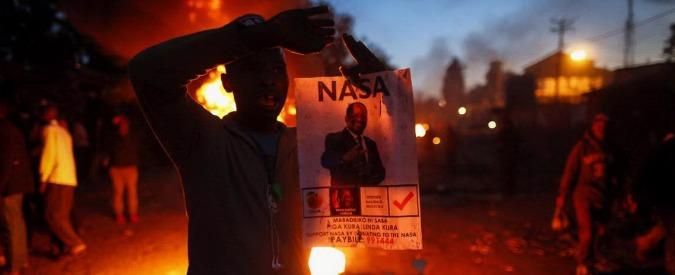 """Elezioni Kenya, Kenyatta a un passo dalla riconferma. Lo sfidante Odinga: """"Brogli"""". Scontri e proteste: """"Almeno una vittima"""""""