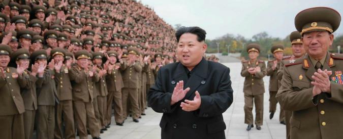 """Corea del Nord, Kim: """"Attacco a Guam rinviato. Prima osservo il folle e stupido comportamento degli yankee"""""""