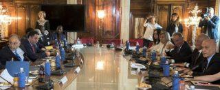 """Migranti, Ap: """"Italia ha trattato direttamente con le milizie libiche per bloccare gli sbarchi"""". Farnesina: """"Falso"""""""