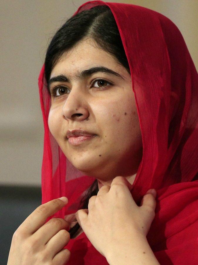 """Malala, la giovane premio Nobel torna a casa dopo sei anni: """"Il giorno più bello"""". A Mingora fu ferita dai talebani"""