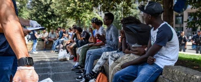 Migranti, dal cibo scaduto al Cas senza fogne: l'odissea dei 31 richiedenti asilo sgomberati dai centri-vergogna di Fondi