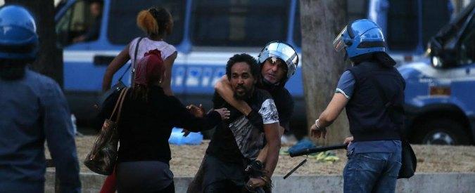 """Roma, scontro tra anime M5s sugli sgomberi. Di Maio difende la polizia, ma Fico: """"Uno Stato così non mi rappresenta"""""""