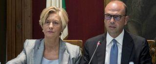 """Migranti, Pinotti e Alfano spiegano la missione in Libia: """"Lavoreremo con Tripoli e rispetteremo la sua sovranità"""""""