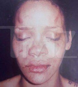 """Rihanna, dopo 8 anni Chris Brown parla delle percosse alla cantante: """"Le ho  dato un pugno. Mi sono sentito un mostro"""" - Il Fatto Quotidiano"""