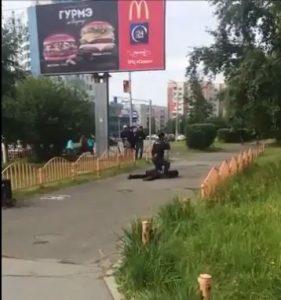 """Siberia, aggredisce con il coltello 8 passanti: ucciso dalla polizia. Site: """"L'Isis ha rivendicato"""""""