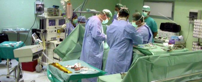 """Gran Bretagna, chirurgo """"Zorro"""" firmava il fegato dei pazienti che operava: il 12 gennaio la sentenza di condanna"""