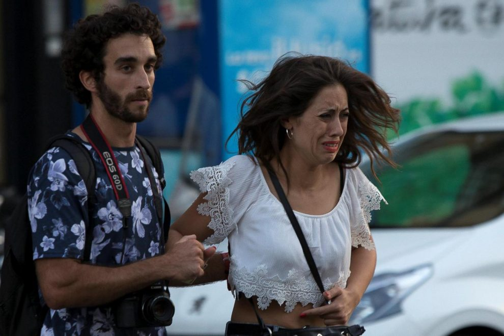 selezionare per lo spazio per tutta la famiglia di prim'ordine Attentato Barcellona, le vittime sono 14: due italiani. El ...