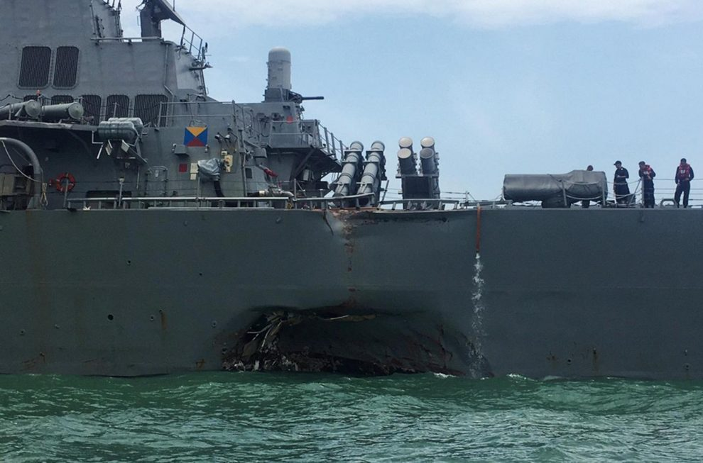 Incidente a Singapore, nave Usa urta tanker: 10 dispersi / GALLERY