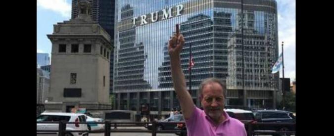 Renzo Ulivieri, foto con il dito medio rivolto verso Trump. Poi scompare da Fb