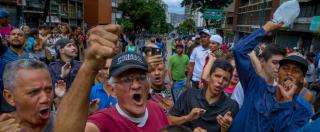 Venezuela, 82% delle famiglie in povertà e 2,4 milioni cercano cibo tra i rifiuti. Le banche d'affari approfittano del disastro