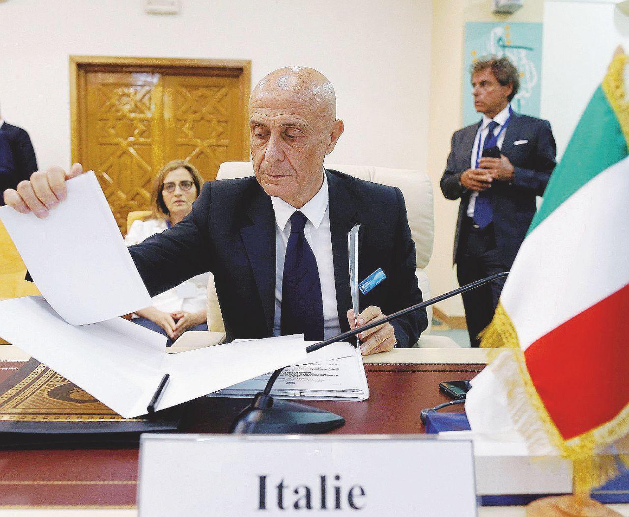 Vi racconto i rischi per Renzi e Minniti su Ong e migranti
