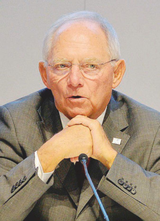 """Il """"falco"""" Schäuble ora difende la politica monetaria della Bce"""