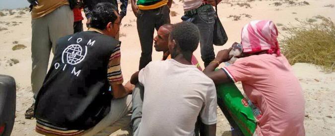 """Migranti uccisi in mare, """"altri 180 buttati al largo dello Yemen: 5 morti, 50 dispersi"""". Oltre mille salvati nel Sahara da aprile"""