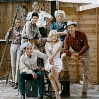 USA. Reno, Nevada. 1960. From left: Frank TAYLOR, Montgomery CLIFT, Eli WALLACH, Arthur MILLER, Marilyn MONROE, John HUSTON and Clark GABLE on the set of 'The Misfits'.