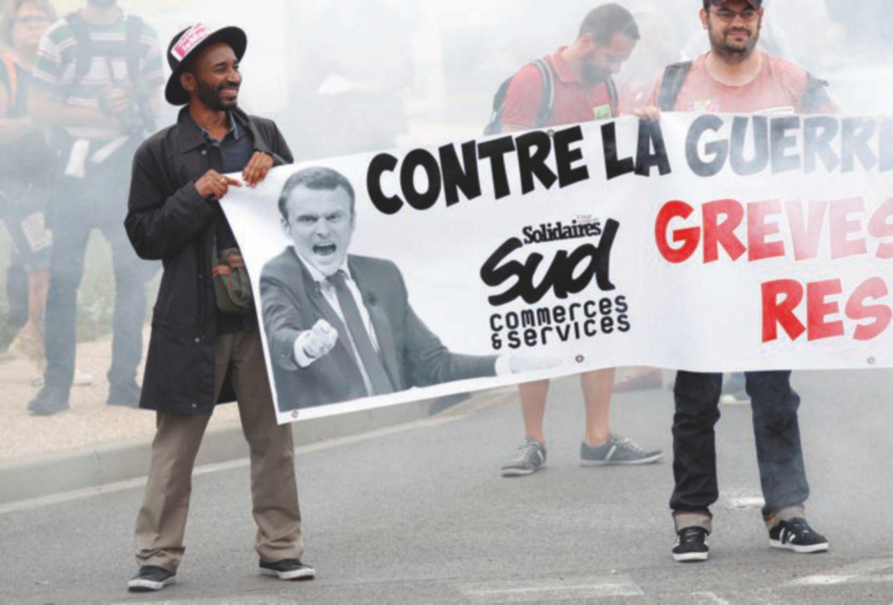 La riforma di Macron: più libertà alle aziende, meno voce ai sindacati