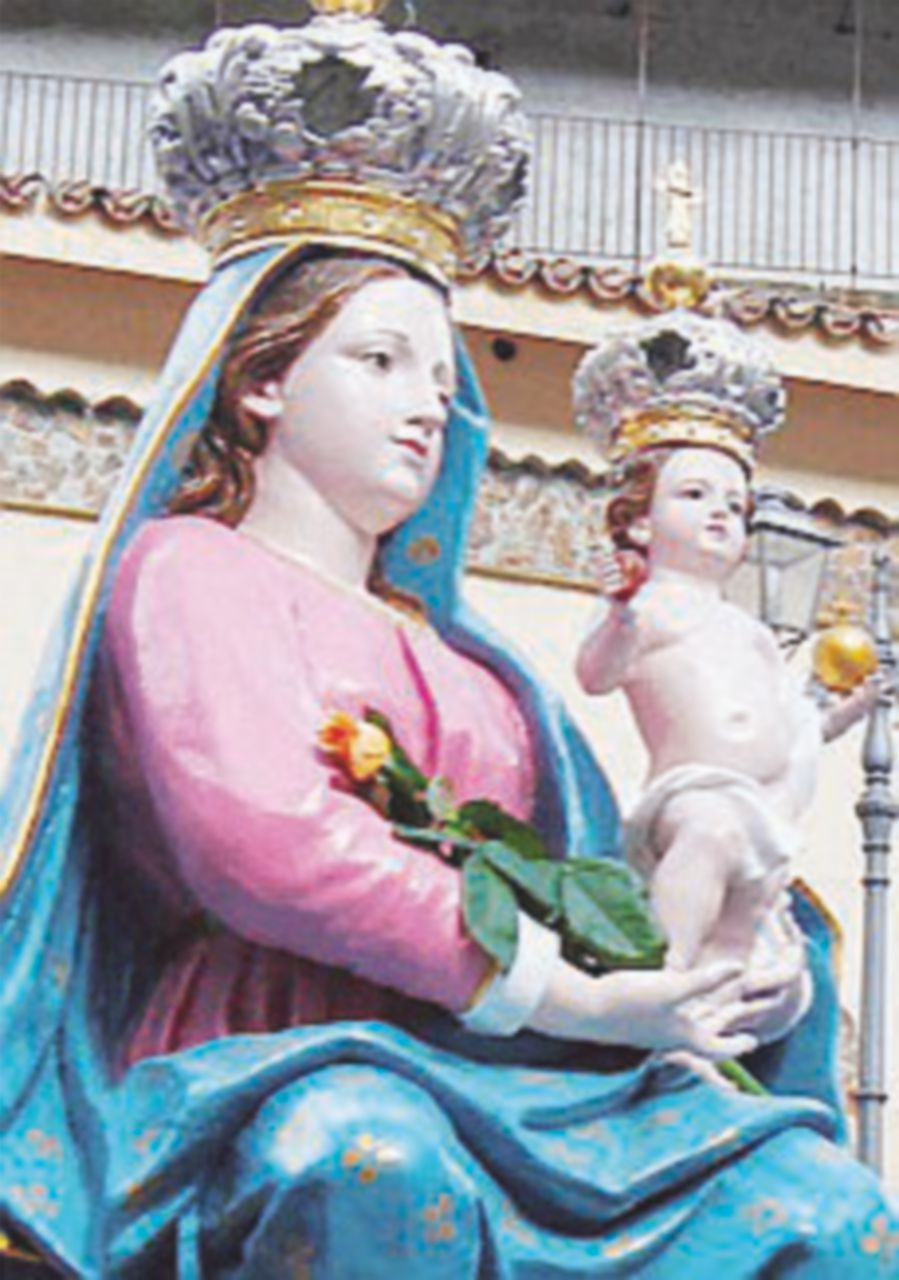 """""""Inchino"""" con santini della Madonna alla mamma dei boss"""
