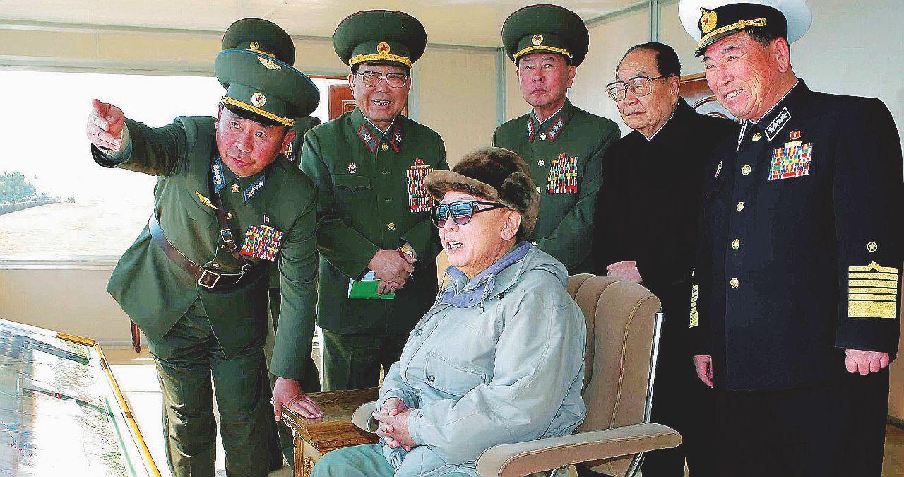 """""""Nonno Kim"""" e gli acquisti al gran bazar atomico"""