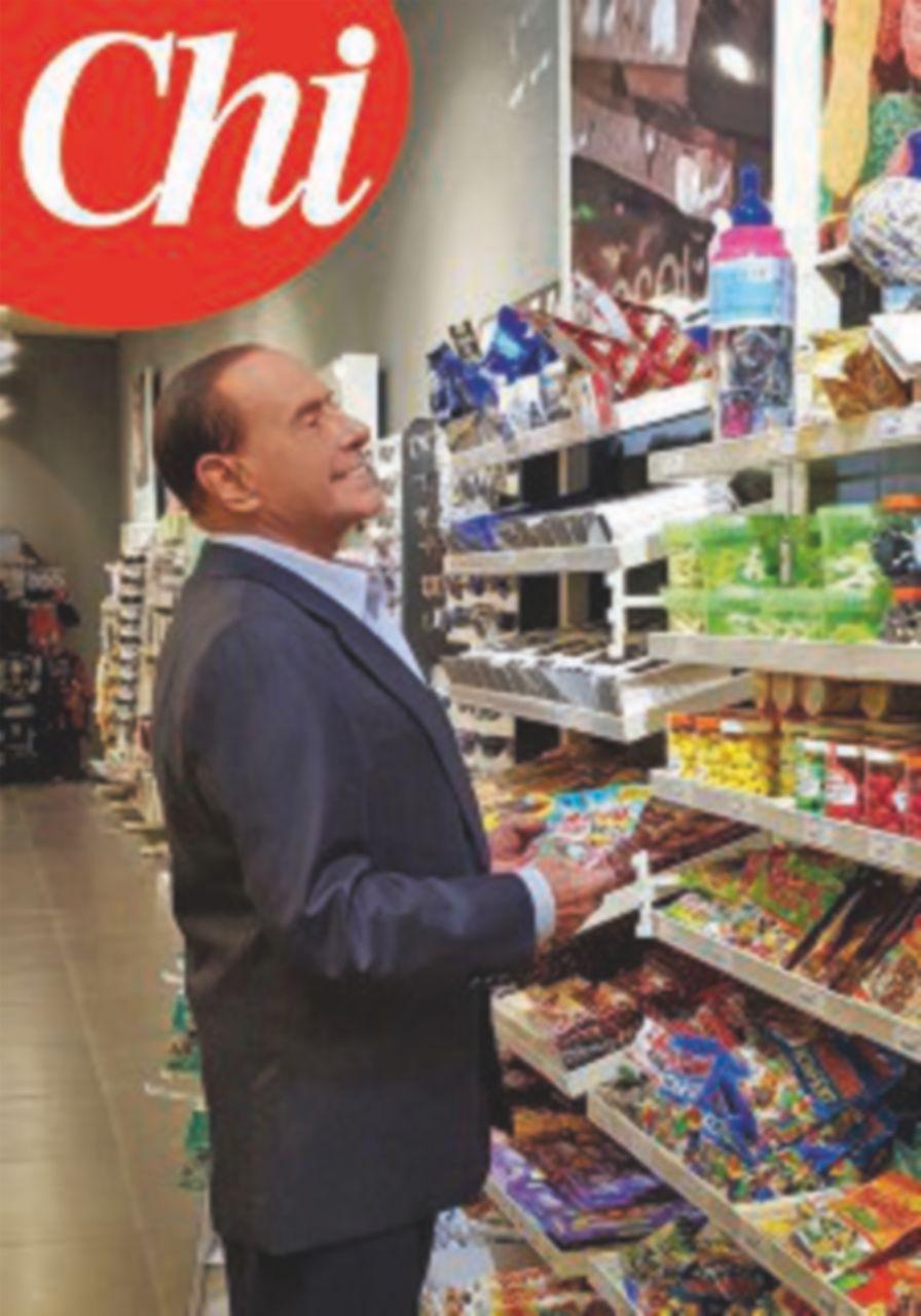 Silvio Berlusconi in Autogrill, il fotoromanzo di B. torna di moda