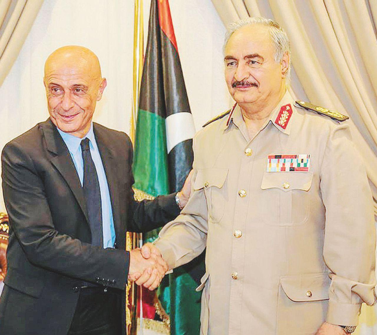 Minniti incontra Haftar: si tratta con l'altra Libia