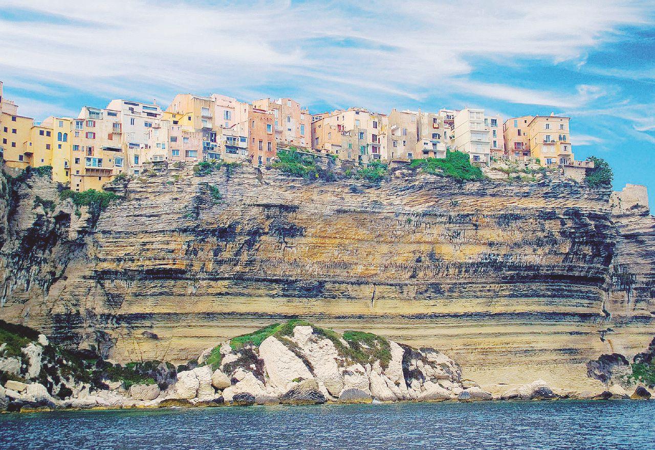 Attento Califfo arabo, in Corsica non si passa