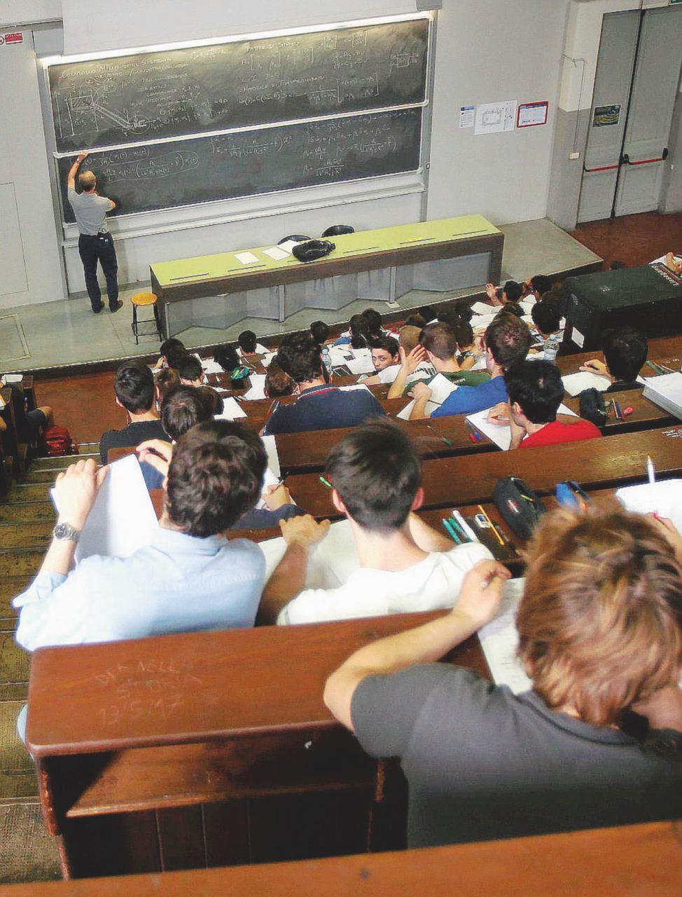 Scuola, il concorso è bacato: 500 euro solo per provarlo