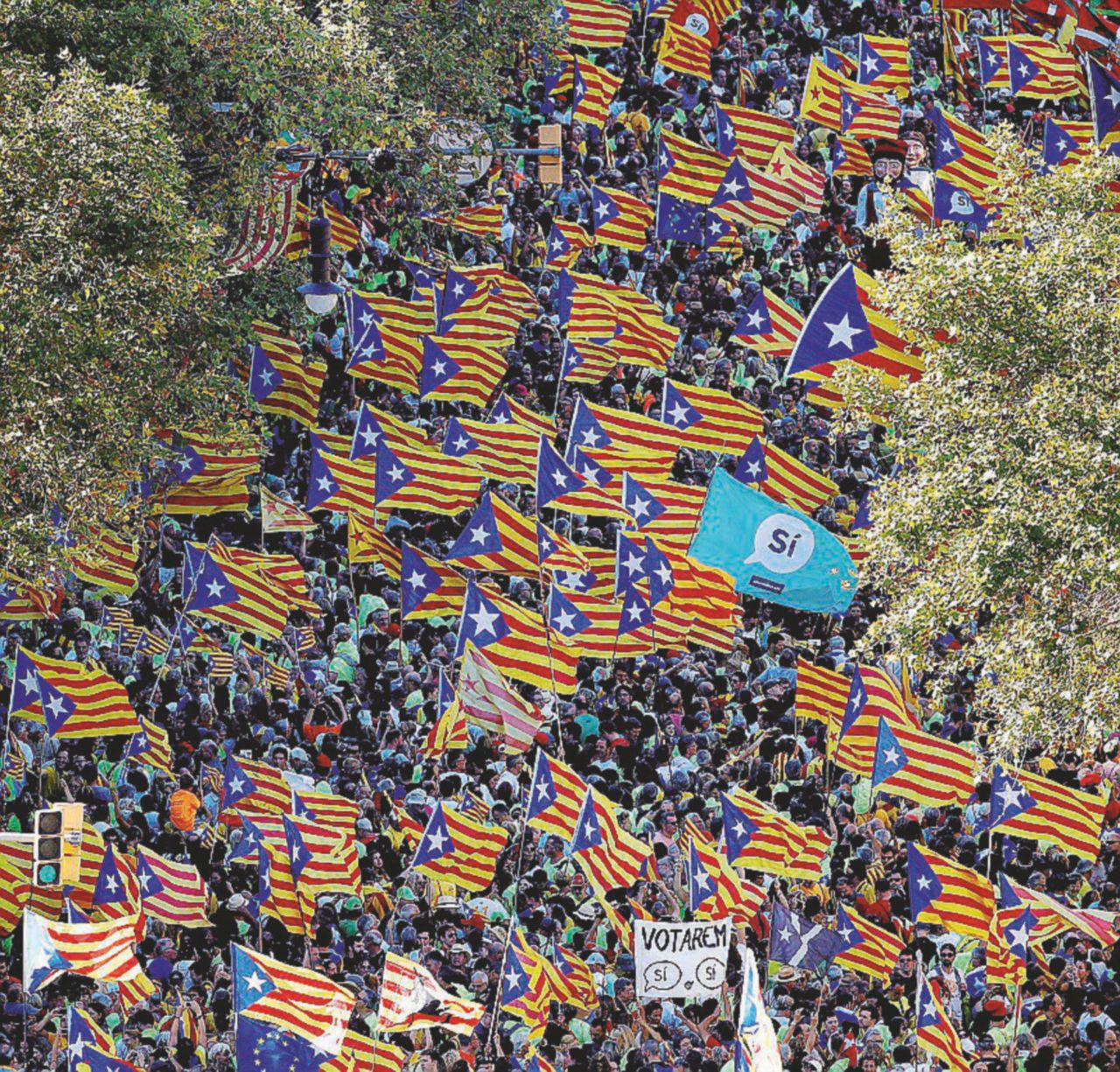 """Barcellona vota in piazza. """"Madrid ci dia le urne"""""""