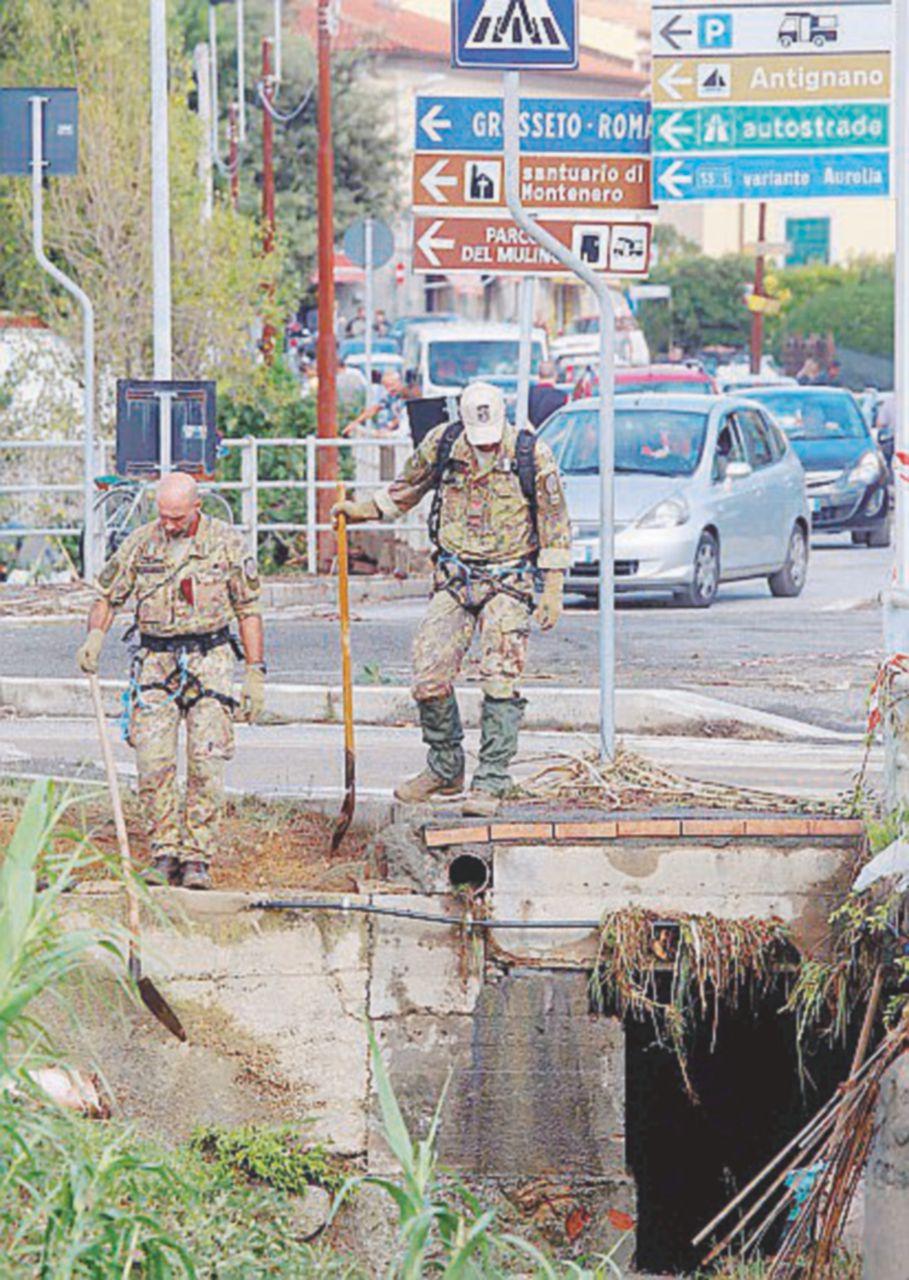 I rivi murati nel cemento che minacciano Livorno