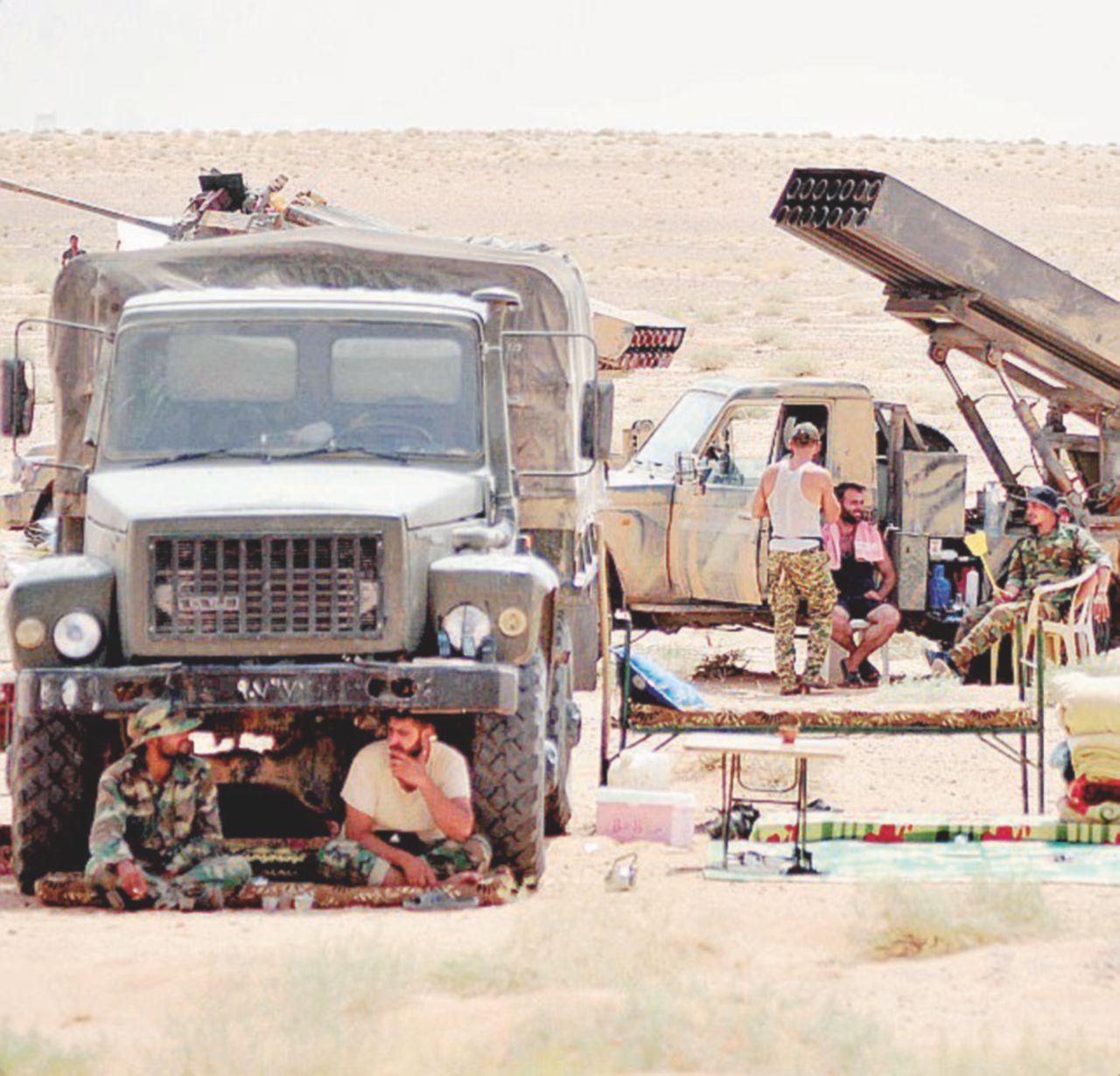 Chi vincerà la guerra all'Isis? Corsa tra curdo-americani e russo-siriani per l'oro nero