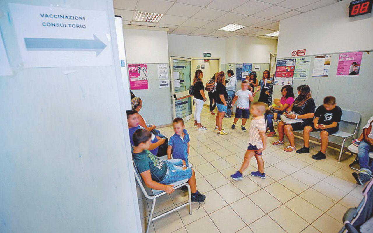 Caos vaccini a scuola: decine di bimbi spediti a casa