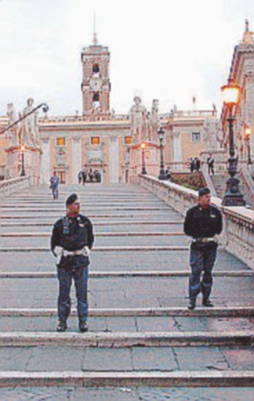 """Turista belga: """"Tentato stupro sulle scale del Campidoglio"""""""
