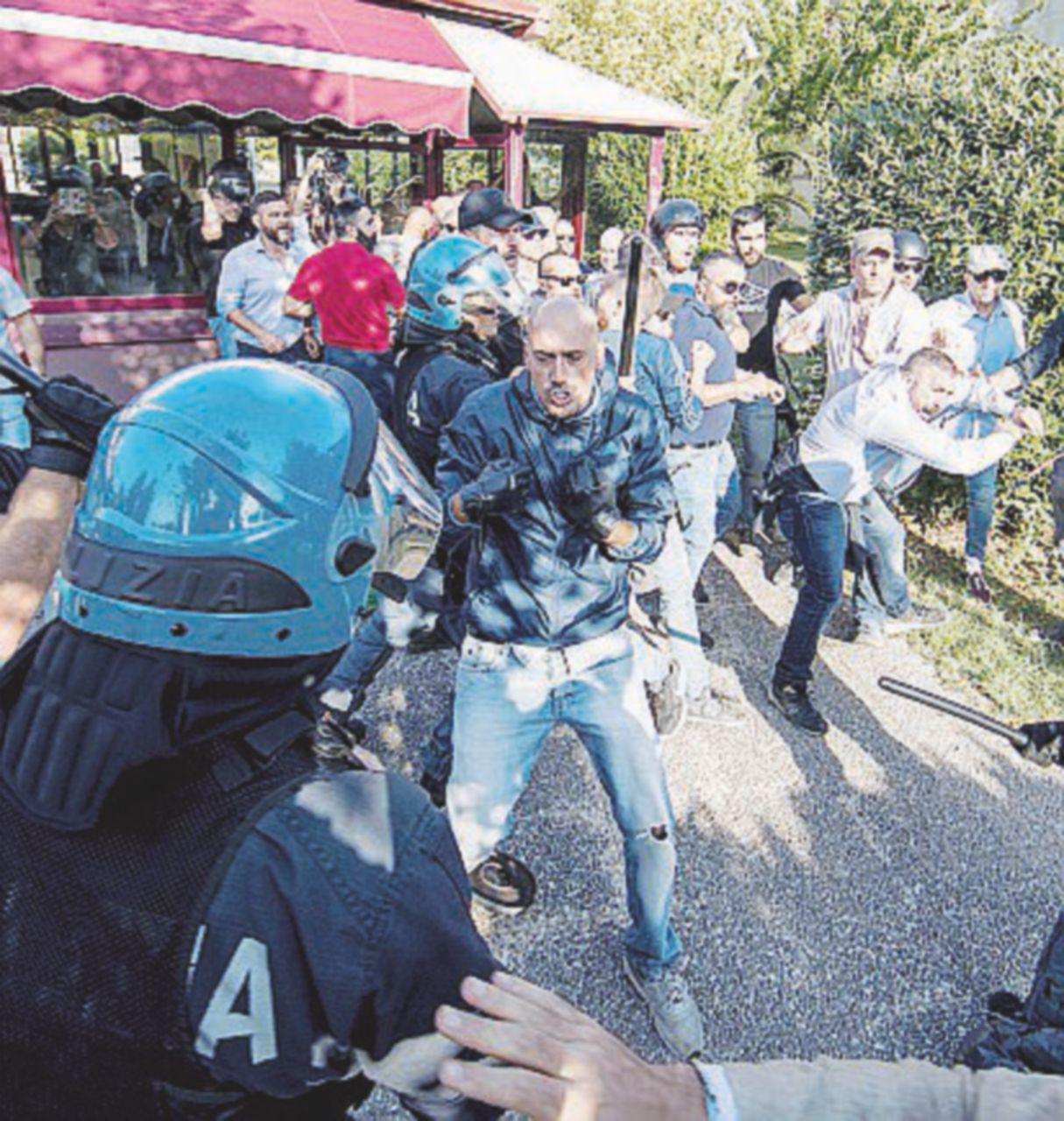 Roma, scontri fra rossi e neri al Tiburtino
