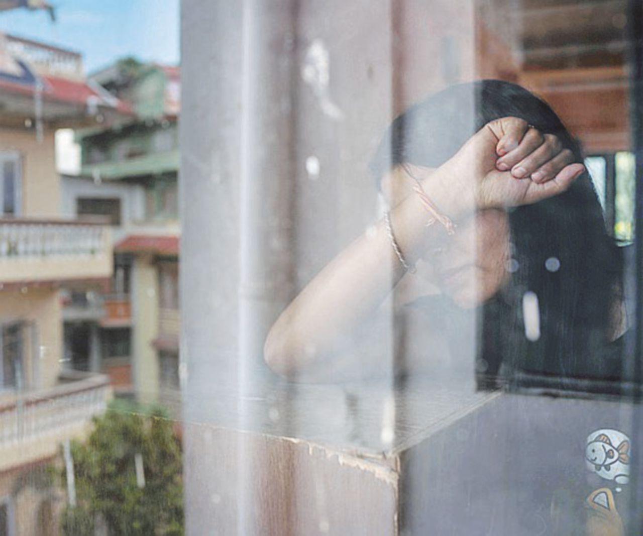 Venduta e segregata in casa per 4 anni. Ragazzina salva con la chat della app
