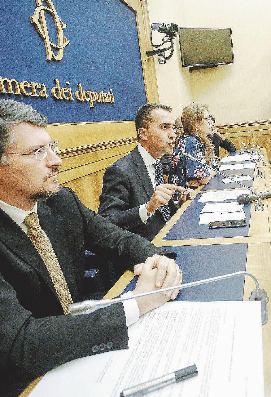 M5S, svolta nelle regole Grillo incorona Di Maio