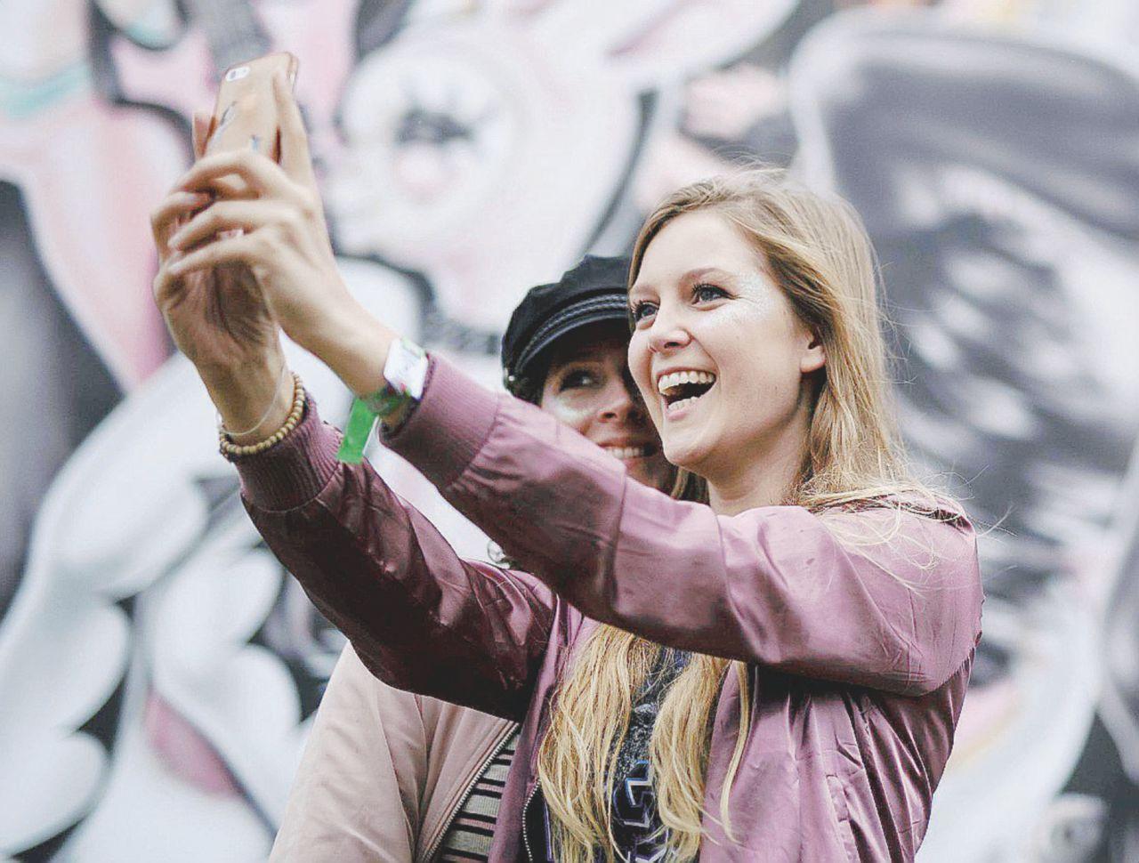 Non solo selfie: ora sui social rinasce una nuova umanità