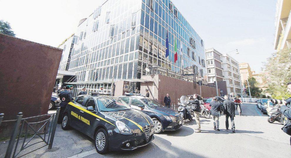 Negli uffici  –  Carabinieri e Gdf nella sede  della  Consip.