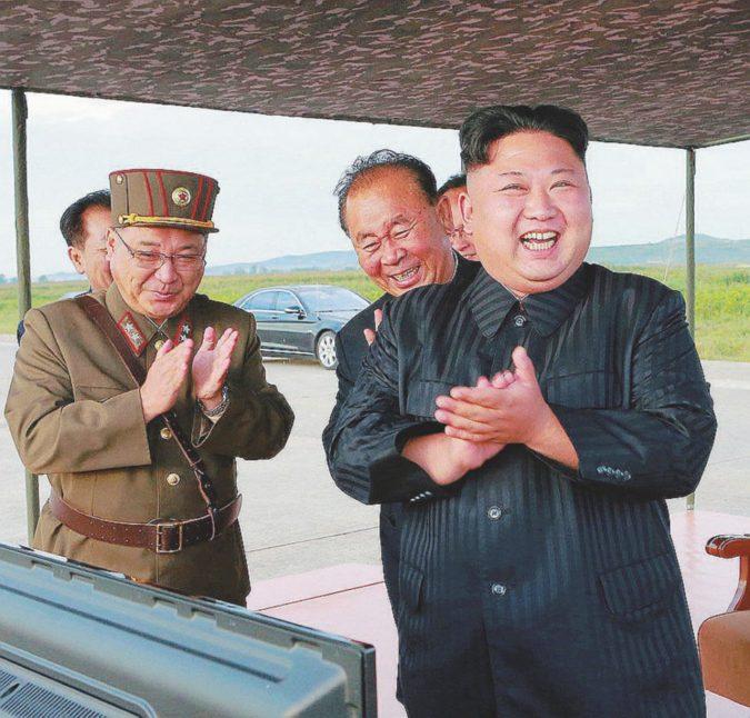 Aerei contro missili: Donald e Kim giocano alla guerra