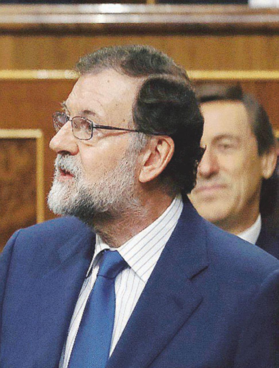"""Rajoy oltre la linea rossa: """"prigionieri politici"""" e Franco"""